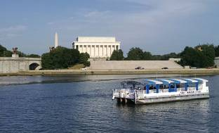 Monuments Tour on single deck boat
